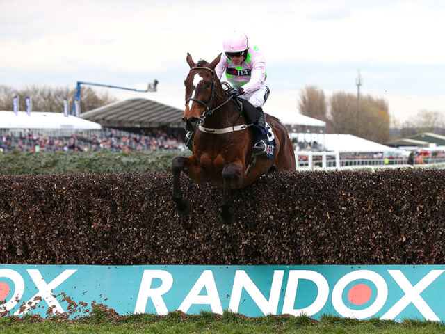 Min wins the Melling at Aintree