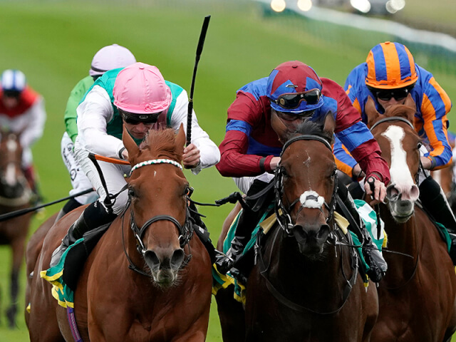 Fillies Mile action from Newmarket