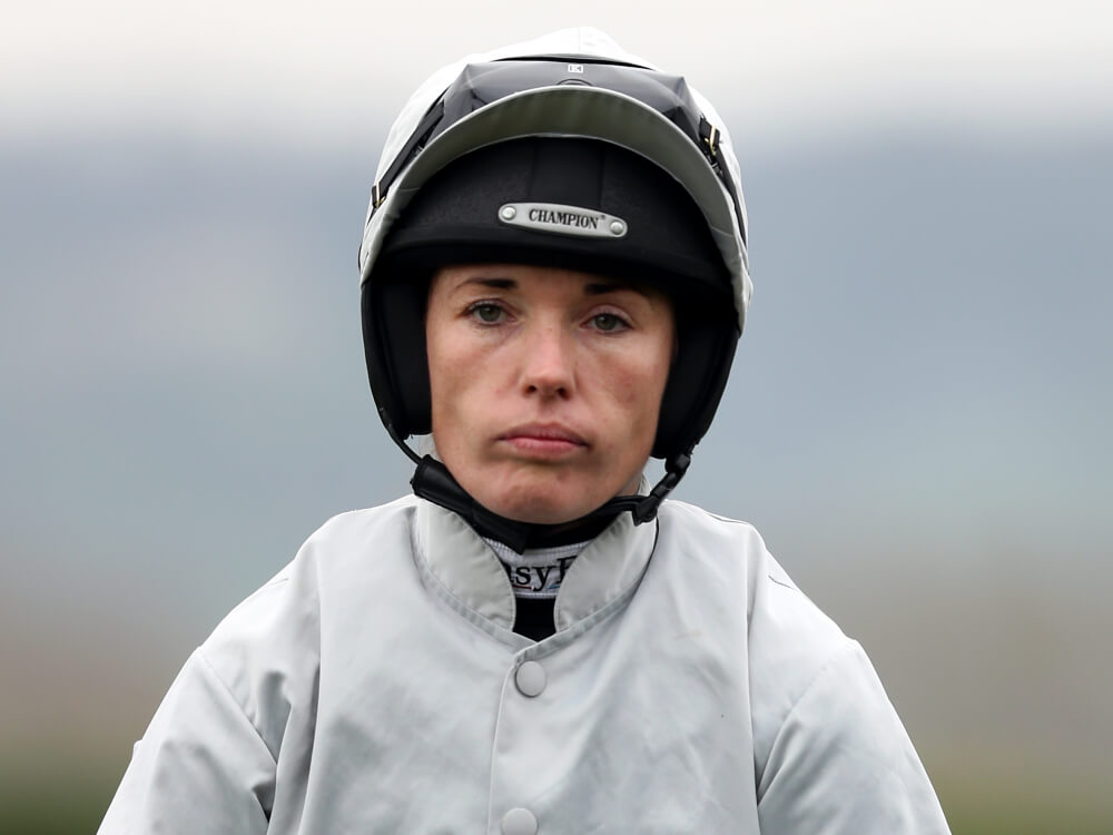 Katie Walsh Suffers Broken Arm In Foxhunters 39 Fall At Aintree At The Races